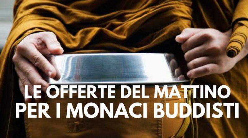 Monaci buddisti: le offerte del mattino