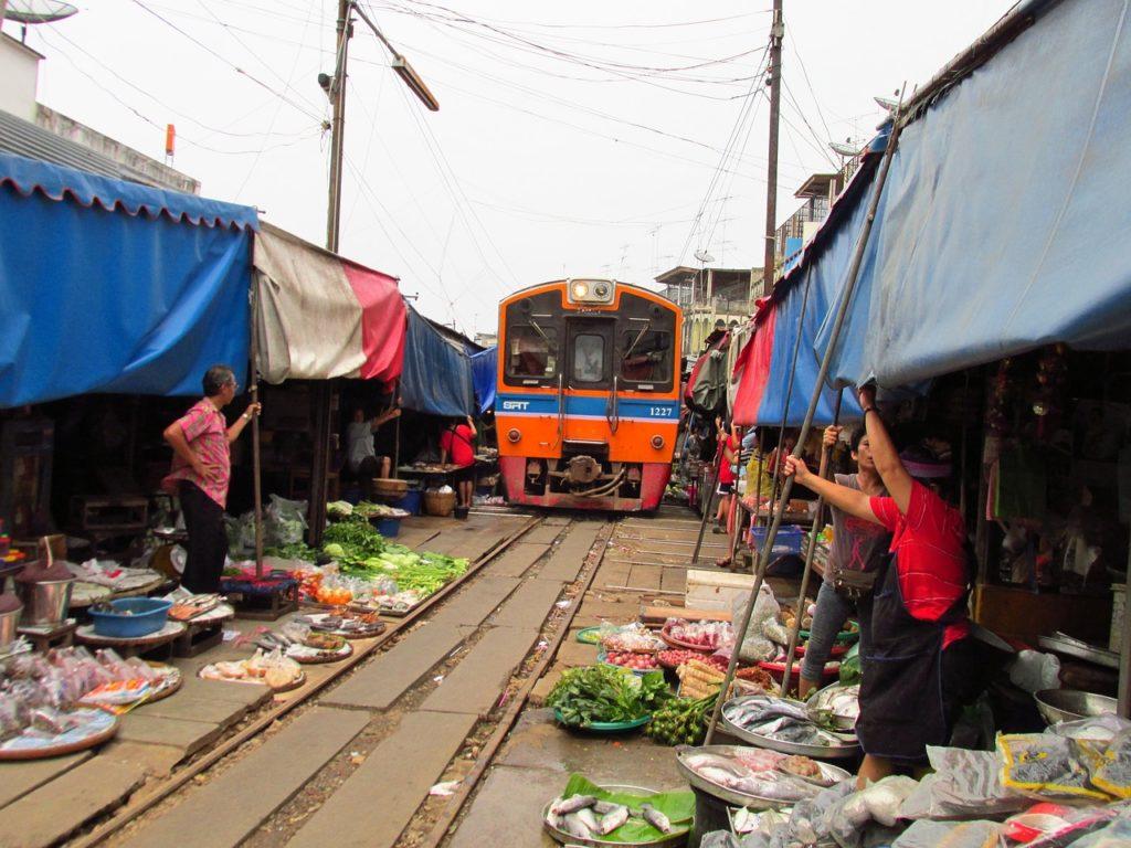 come andare al mercato binari Bangkok