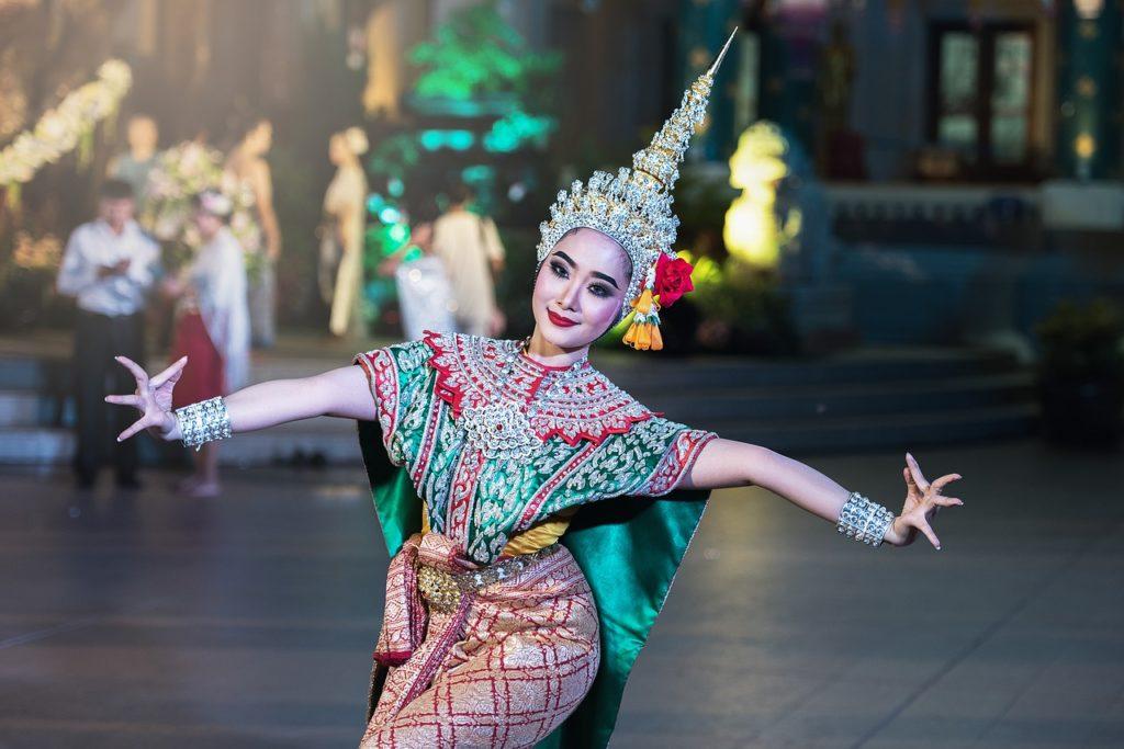 cena thailandese con spettacolo