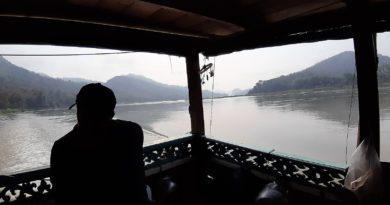 in slow boat da luang prabang a chiang rai
